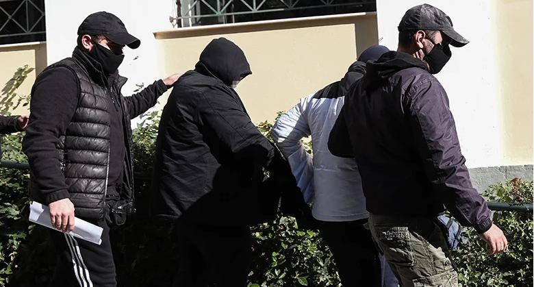 Ελεύθεροι με όρους οι κατηγορούμενοι για την επίθεση στον πρώην πυγμάχο στο Περιστέρι