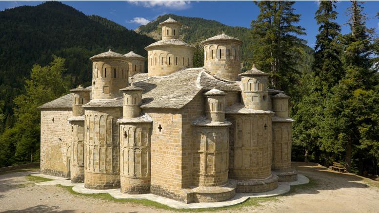 Το γραφικό εκκλησάκι με την μοναδική αρχιτεκτονική και τους εντυπωσιακούς τρούλους