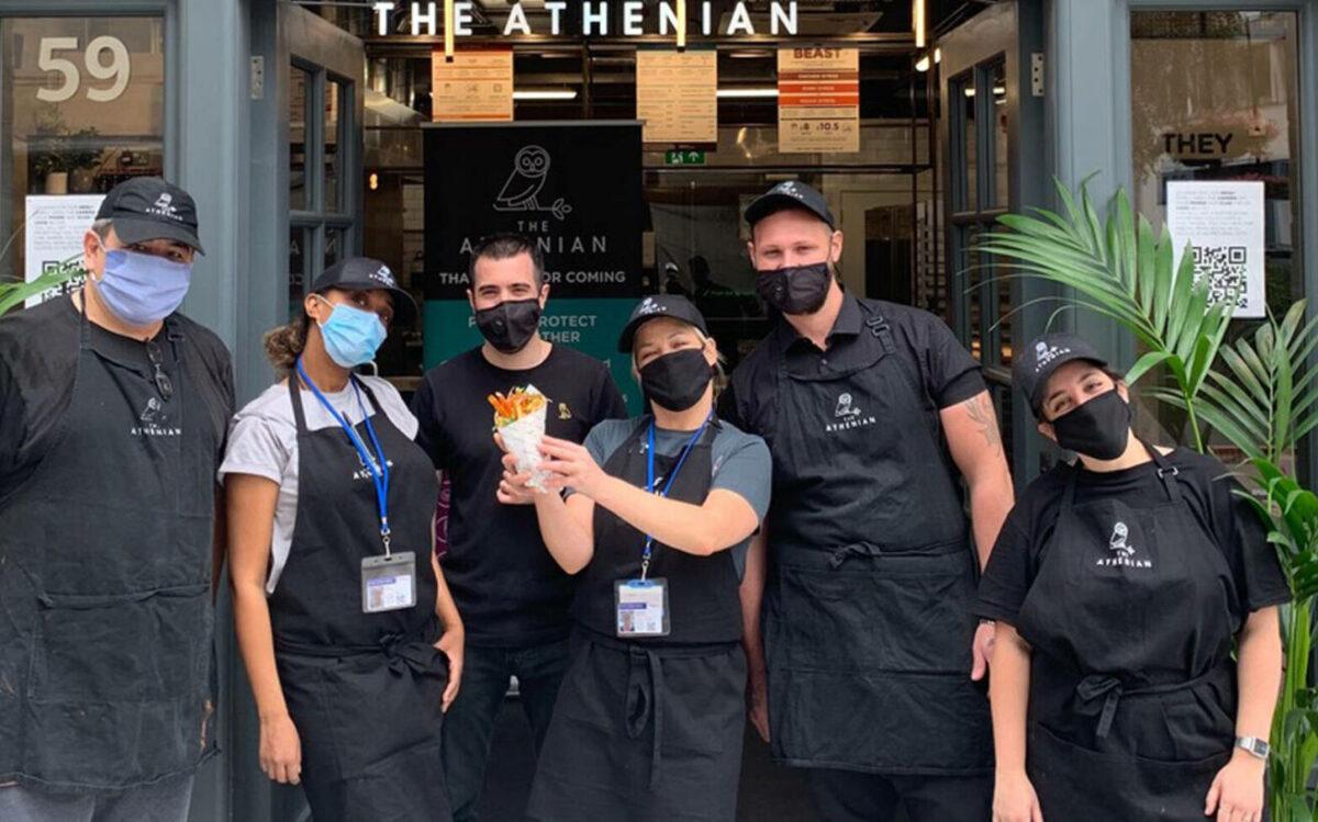 «Athenian»: Το ελληνικό εστιατόριο στη Βρετανία που στην περίοδο του lockdown έσπασε όλα τα ρεκόρ