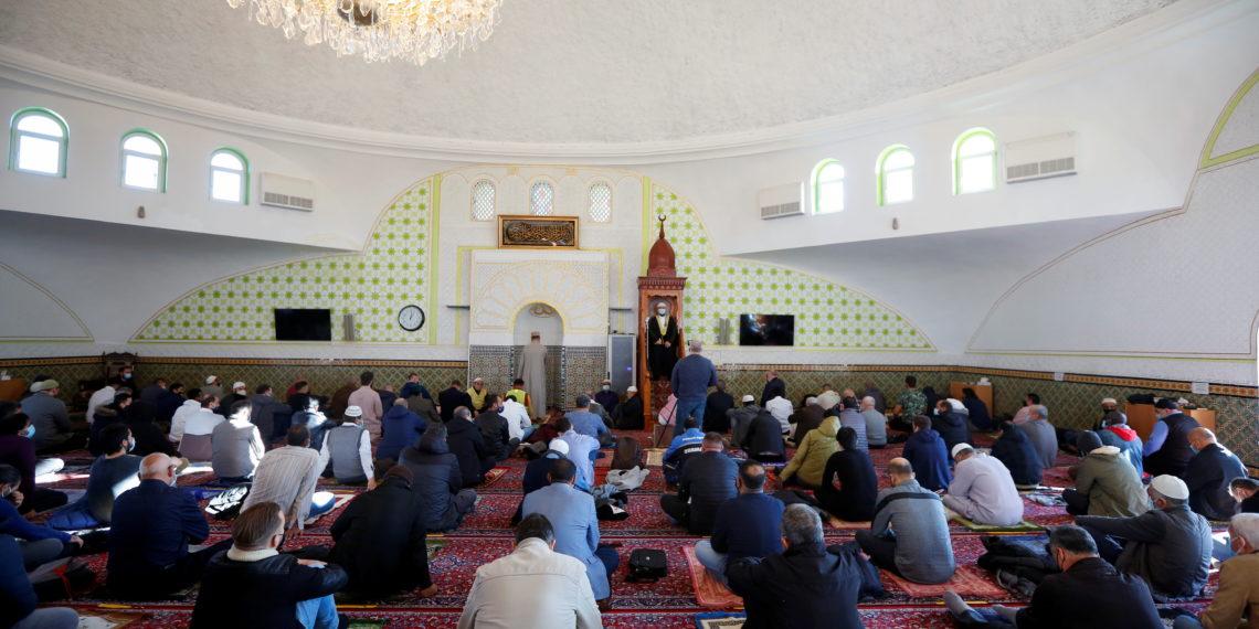 Η Γαλλία κηρύσσει τον πόλεμο στο «φανατικό Ισλάμ» – Στο στόχαστρο 76 τεμένη