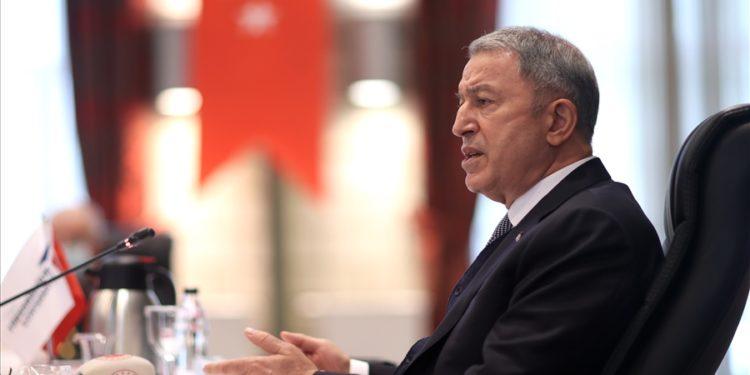 Δεν «καταλαβαίνει» και «κουράζει» ο Ακάρ: Ζητά αποστρατιωτικοποίηση των νησιών του Αιγαίου