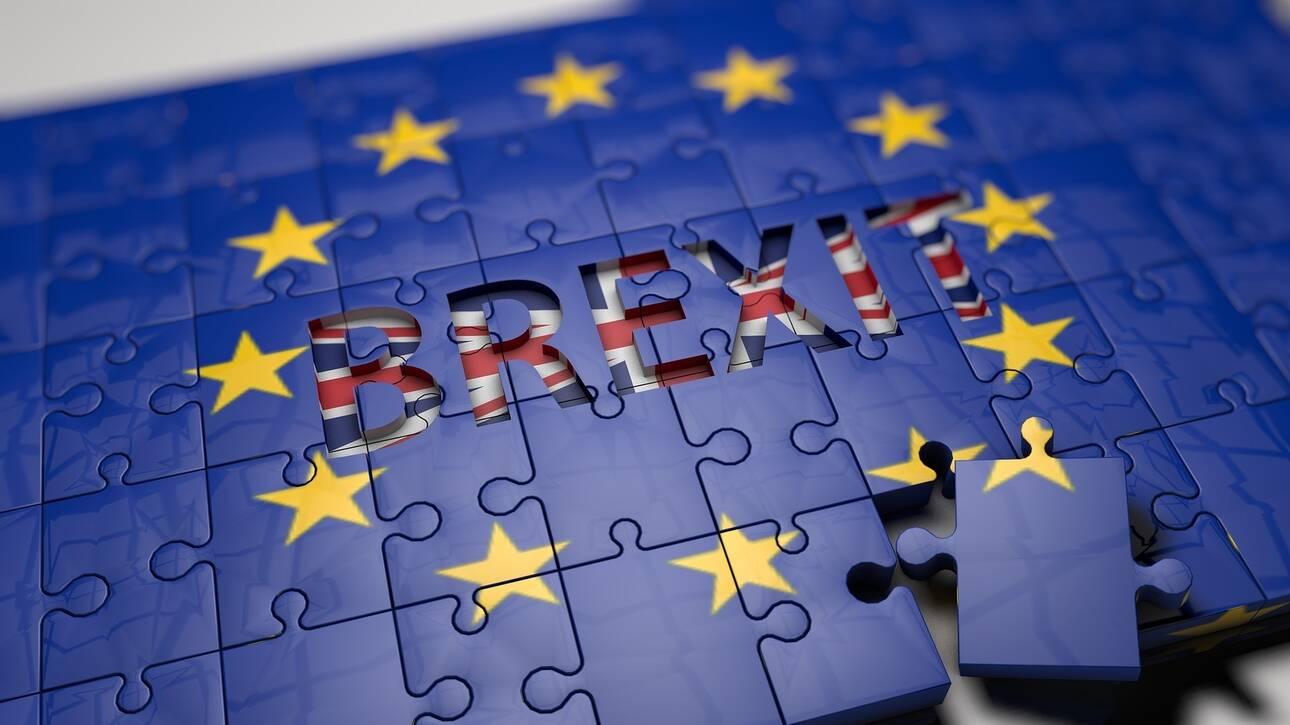 Brexit: Διαπραγμάτευση «επί ξυρού ακμής» – Αυστηρό μήνυμα Μακρόν