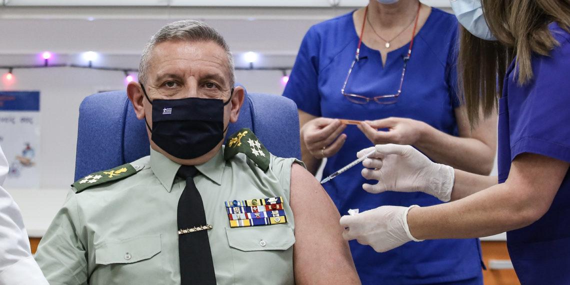 Εμβολιάστηκε ο Α/ΓΕΕΘΑ, Κωνσταντίνος Φλώρος: Το πρώτο βήμα για απαλλαγή από την πανδημία [pics]