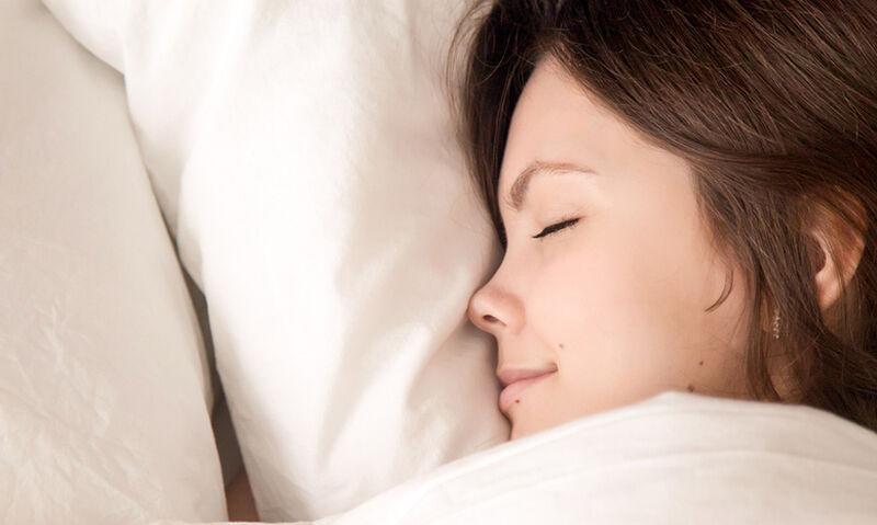 Τα θρεπτικά συστατικά που βελτιώνουν τον ύπνο & από πού θα τα λάβετε (εικόνες)