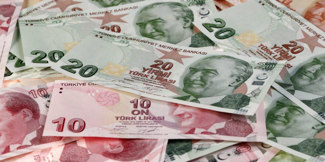 Το ενδεχόμενο κυρώσεων από τις ΗΠΑ «βυθίζει» την τουρκική λίρα