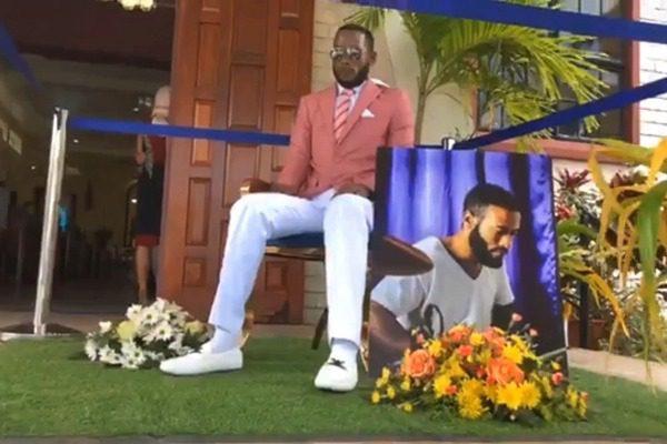 Πήγαν τον νεκρό πάνω σε καρέκλα και η εκκλησία δεν δέχθηκε να τον κηδέψει