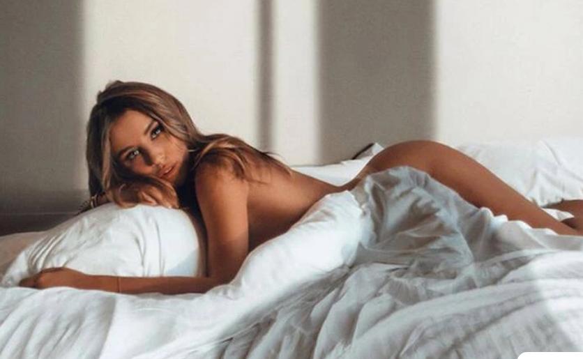 Οι σέξι πόζες της είναι ο καλύτερος τρόπος για να ξεκινήσεις την εβδομάδα