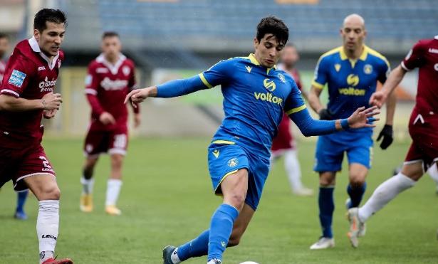 Καθάρισε με Μπαράλες ο Αστέρας, 1-0 την ΑΕΛ στην Τρίπολη