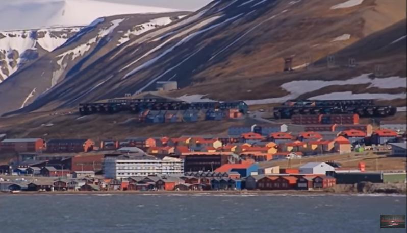 Η πόλη που για τέσσερις μήνες δε βγαίνει ο ήλιος και δεν επιτρέπεται να πεθάνεις (video)