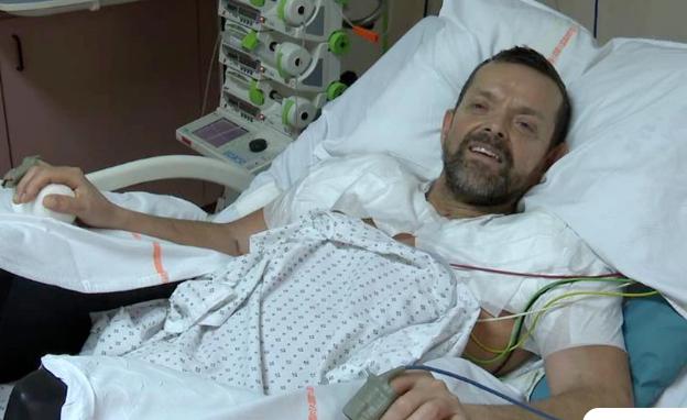 Ένας άνδρας έχει ξανά χέρια μετά από 23 χρόνια: Πρώτη φορά στα χρονικά μεταμόσχευση από το ύψος του ώμου