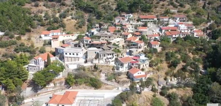 Λεπτόποδα Χίου: Το χωριό που ξεχωρίζει για τις…σκεπές των σπιτιών του