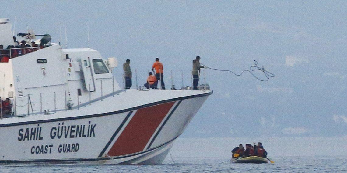 Η Τουρκία συνεχίζει την προπαγάνδα κατά της Ελλάδας με «όπλο» το μεταναστευτικό