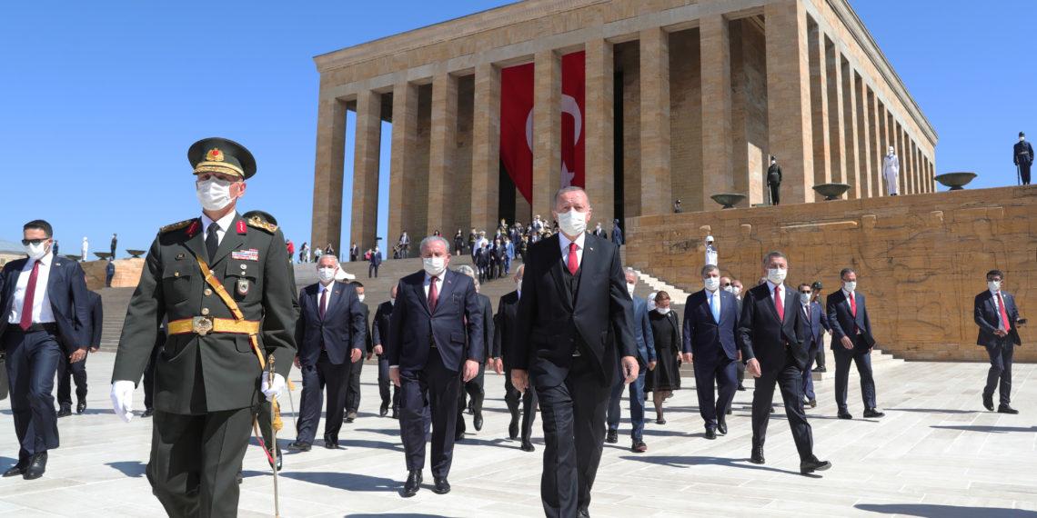 Άρθρο «ύμνος» της Yeni Safak στον Ερντογάν: «Ετοιμαστείτε για την τουρκική καταιγίδα μετά την πανδημία το 2021»