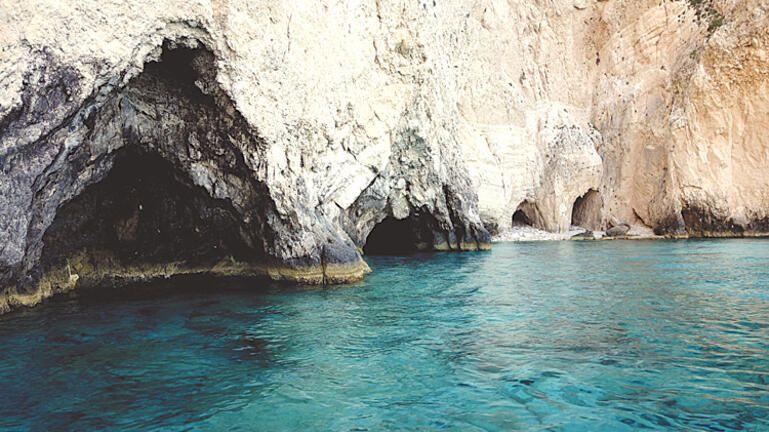 Σπόγγοι ηλικίας έως και 900 ετών, ανακαλύφθηκαν σε θαλάσσια σπήλαια της Κρήτης