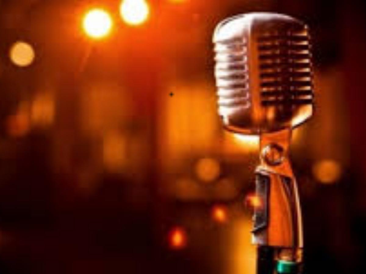 Έλληνας τραγουδιστής παραδέχεται ότι δεν πίστευε στον κορονοϊό μέχρι που….