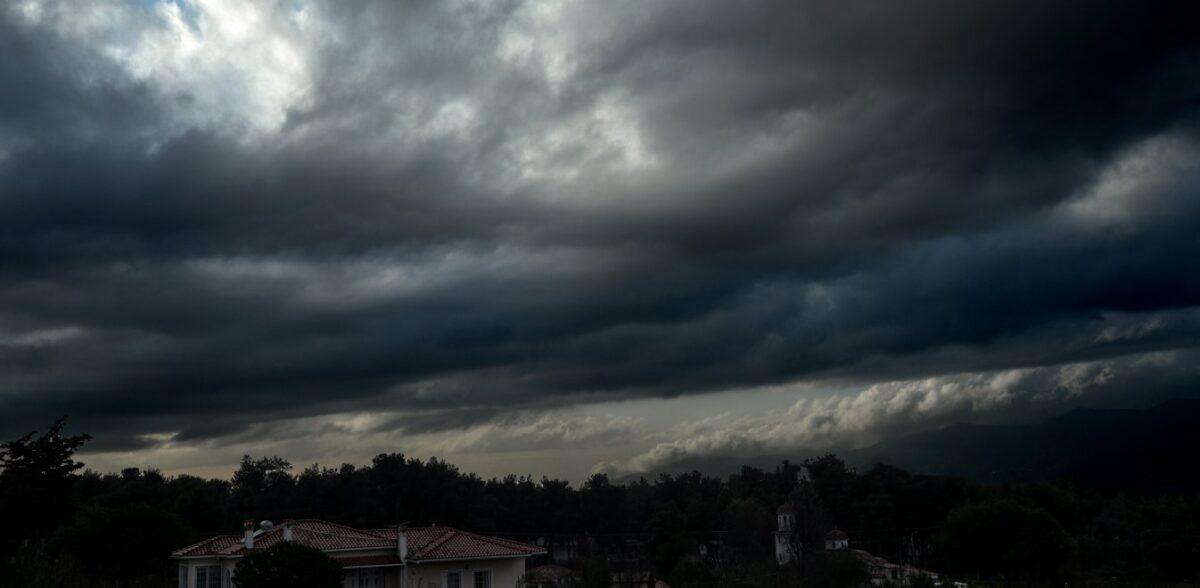 Καιρός: Επικίνδυνα καιρικά φαινόμενα το βράδυ της Τρίτης – Ποιες περιοχές επηρεάζονται