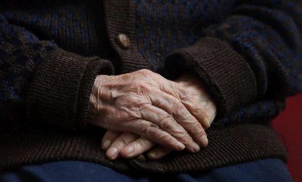 Ο πατέρας της έφυγε από τη ζωή, όμως για το ελληνικό κράτος ζει