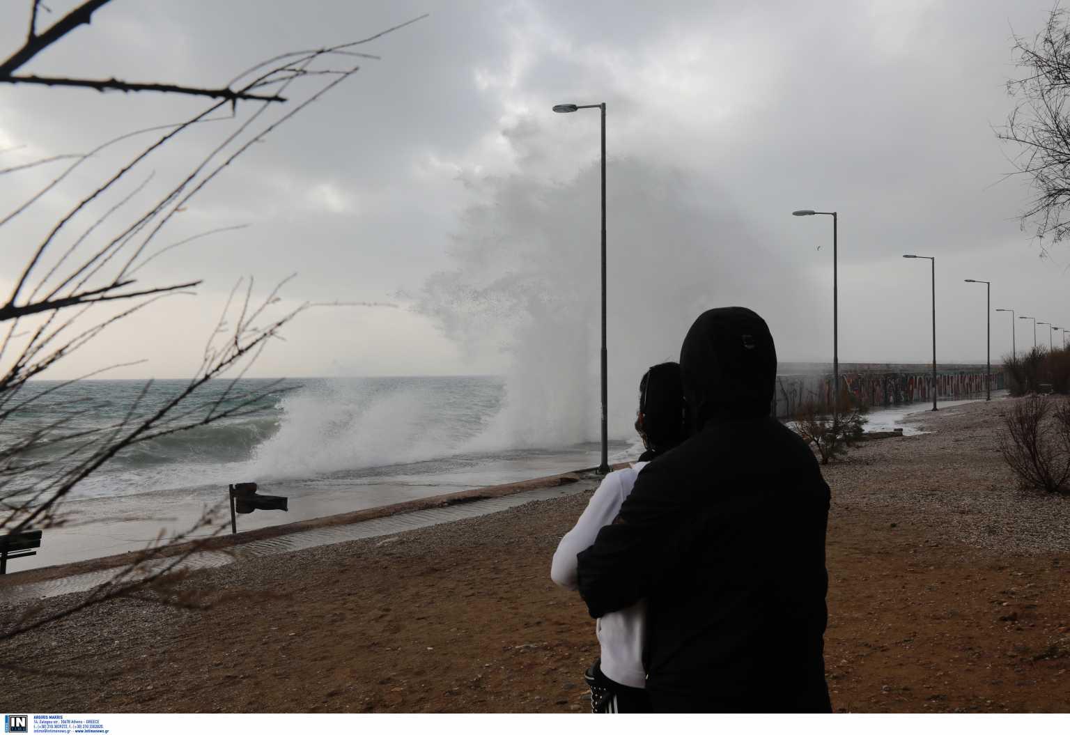 Καιρός: Το νέο κύμα κακοκαιρίας είναι εδώ – Πού θα χτυπήσει τις επόμενες ώρες με θυελλώδεις ανέμους και πολύ νερό