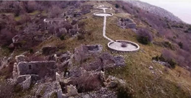 Μαυρονόρος: Το έρημο χωριό της Ηπείρου με την ιδιαίτερη αρχιτεκτονική