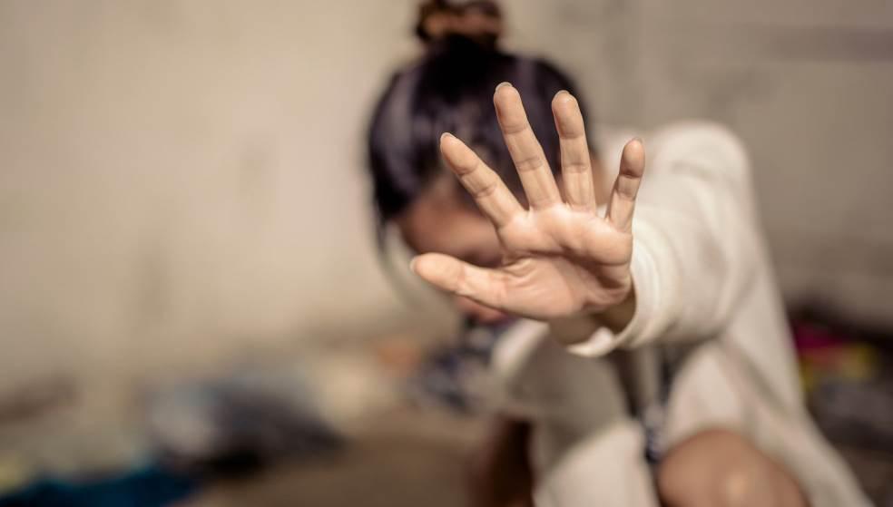Kαταγγελία ξυλοδαρμού 12χρονης από τη μητέρα της