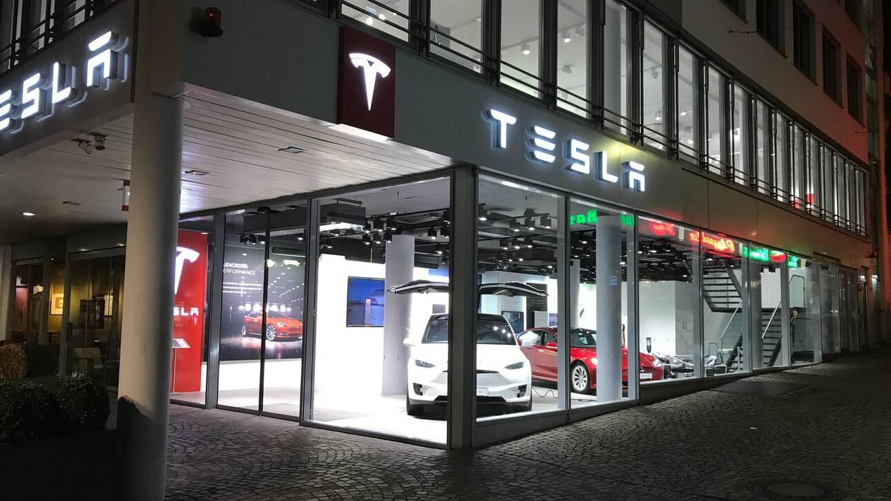 Αυτοκίνητο: Πώς βοήθησε ο κορωνοϊός στην εκτόξευση της χρηματιστηριακής αξίας της Tesla