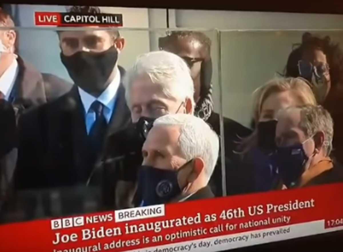 Έγινε viral ο Μπιλ Κλίντον – Κοιμήθηκε στην ομιλία του Τζο Μπάιντεν
