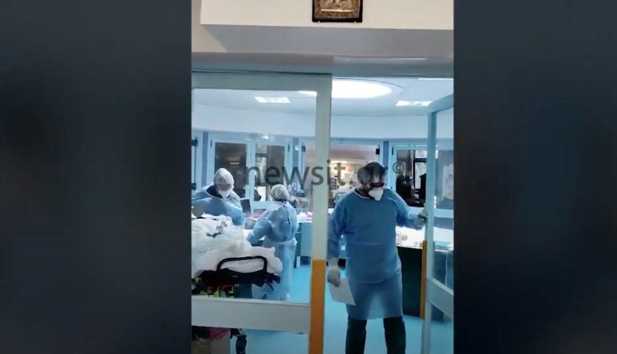 Νίκησε μετά από 140 μέρες τον κορονοϊό – Συγκινητικό βίντεο με την έξοδο 72χρονης από τη ΜΕΘ