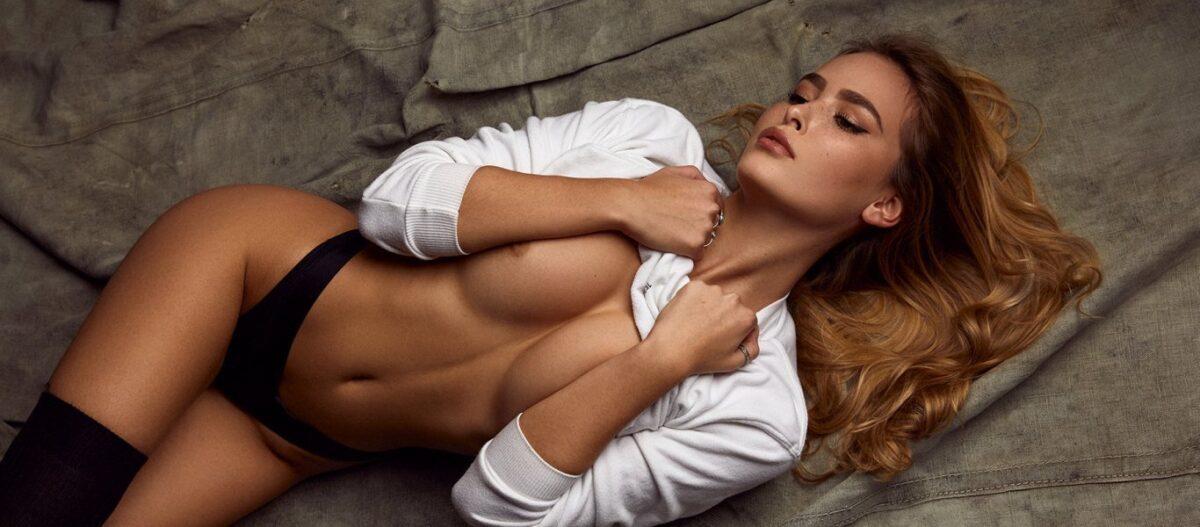 Η Έλενα Καμπέρη ποζάρει χωρίς ρούχα και κάνει τους άνδρες να... παθαίνουν «καρδιακό» (φώτο)