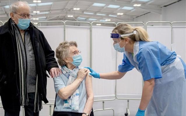 Οι καθυστερήσεις των εμβολίων απειλούν το «κανονικό» καλοκαίρι στην ΕΕ