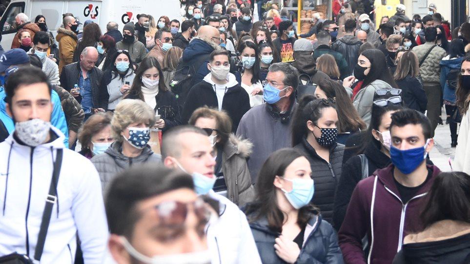 Λιανεμπόριο: Κοσμοσυρροή ξανά στην Ερμού – Ουρές με μάσκες και αποστάσεις.. όπου αυτό είναι δυνατό