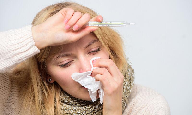 Πυρετός: 6 φυσικοί τρόποι για να τον «ρίξετε» γρήγορα (εικόνες)