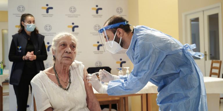 Πόλεμος ΕΕ με τις εταιρείες για τα εμβόλια -Πώς επηρεάζεται η Ελλάδα, πόσα έλαβε, πόσα θα λάβει και πότε