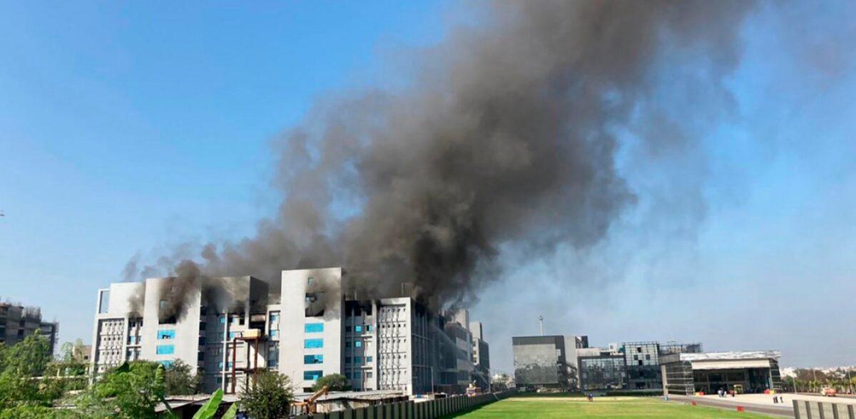 Ινδία: Φωτιά στο μεγαλύτερο εργοστάσιο παραγωγής εμβολίων κορονοϊού