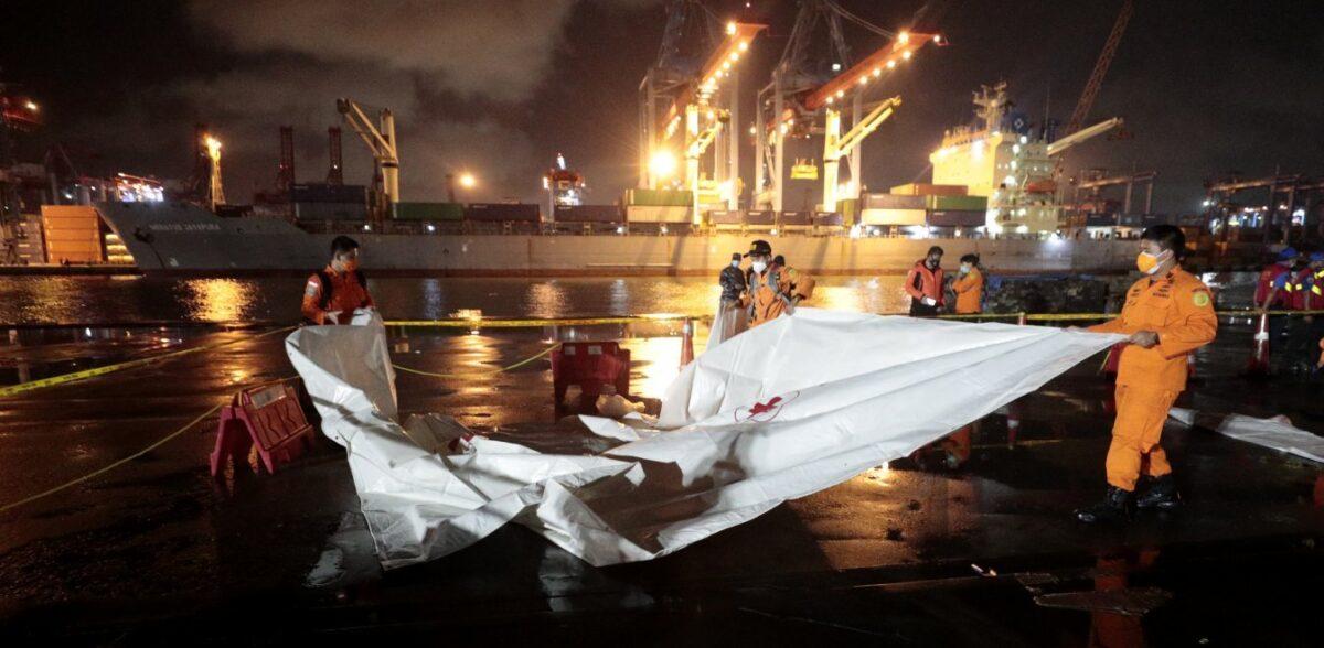 Sriwijaya Air: 10 παιδιά επέβαιναν στο αεροπλάνο που συνετρίβη στην Ινδονησία