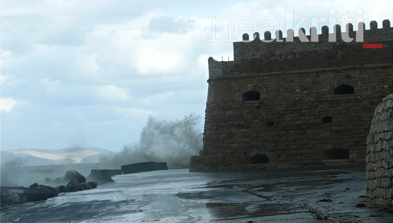Καιρός: Ριπές ανέμου 93 χιλιομέτρων την ώρα «σάρωσαν» την Κρήτη