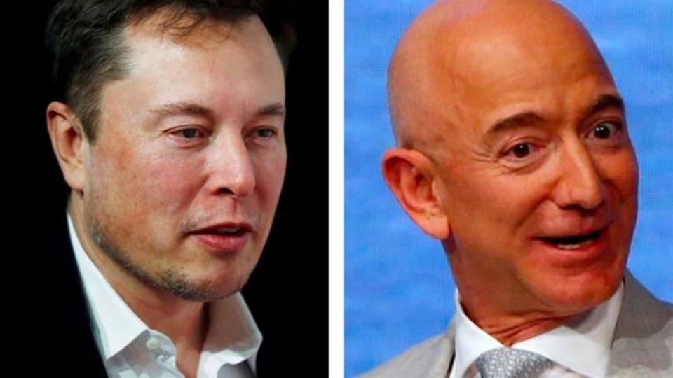 Έλον Μασκ vs. Τζεφ Μπέζος: Γιατί οι δύο πλουσιότεροι άνδρες του κόσμου βρίσκονται σε «πόλεμο»