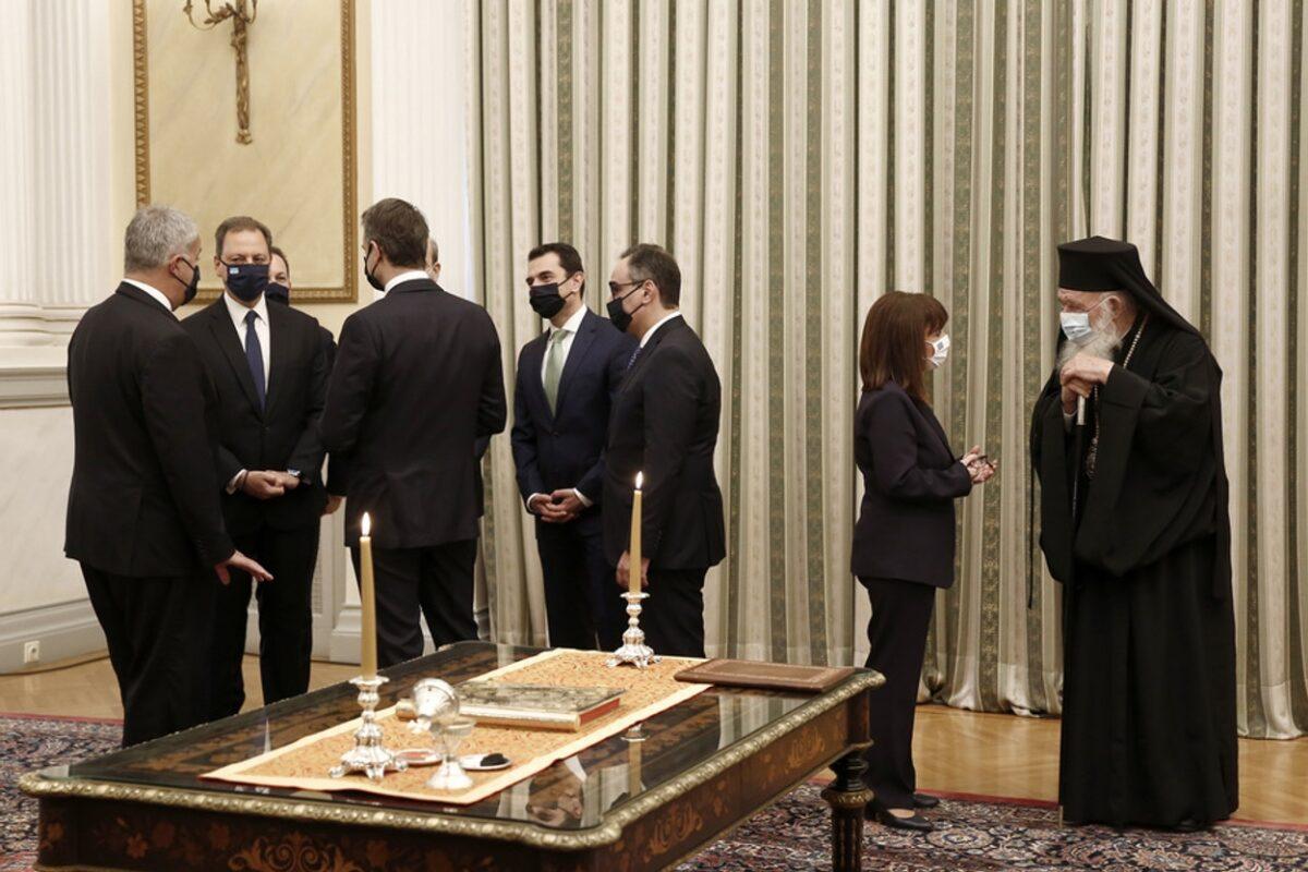 Ορκωμοσία κυβέρνησης με rapid test – Πολιτικό όρκο έδωσαν Αμυράς και Γιατρομανωλάκης