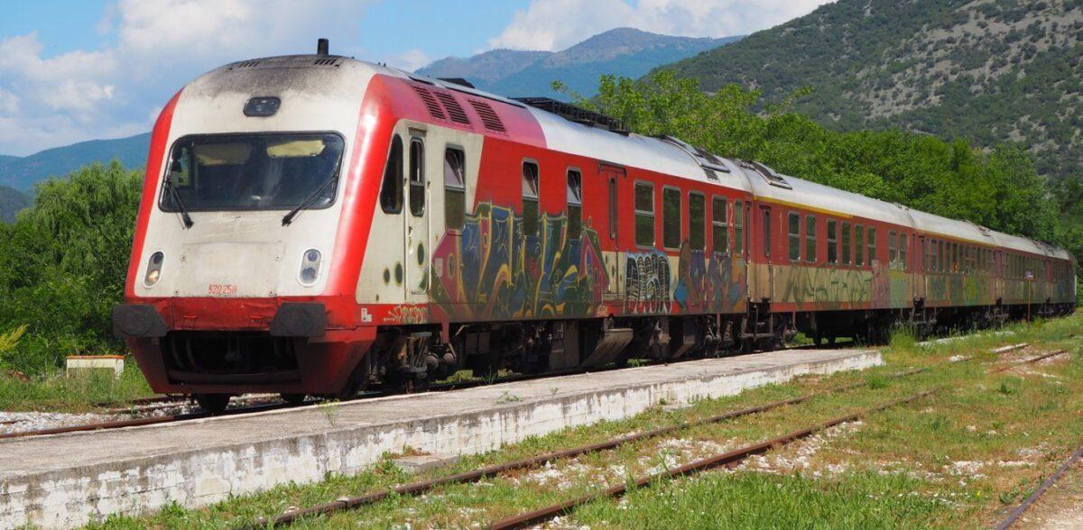 Θεσσαλονίκη: Τρένο από τη Φλώρινα έπεσε σε βράχια