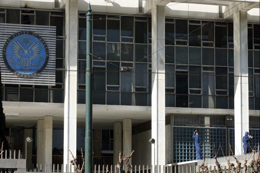 Σαν σήμερα: Η ρουκέτα στην αμερικανική πρεσβεία της Αθήνας
