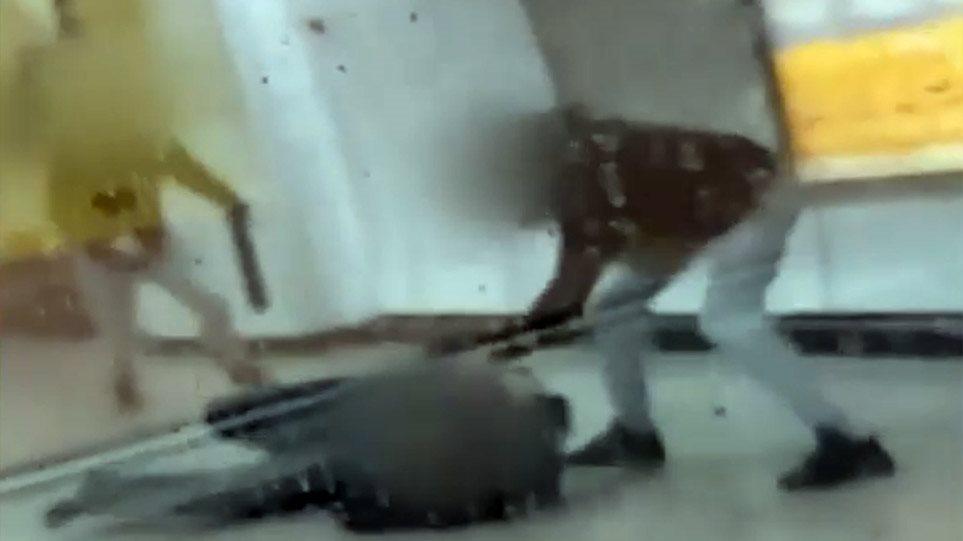 Σταθμάρχης για τον ξυλοδαρμό του στο μετρό: Φώναζα φτάνει, έφαγα κλωτσιές στη μέση και σαν να μου κόπηκαν τα πόδια