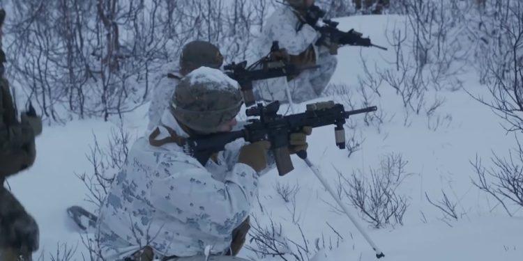 USMC: Αμερικανοί Πεζοναύτες «σκορπίζουν τρόμο» μια ανάσα από τη Ρωσία [vid]