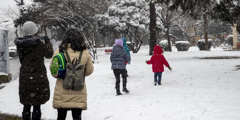 Καιρός: Χιόνια ακόμη και σε νησιά, βροχές, καταιγίδες – Σε εξέλιξη η κακοκαιρία