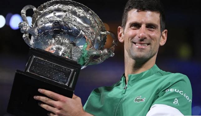 Australian Open: Ο ασταμάτητος Τζόκοβιτς «παρέσυρε» τον Μεντβέντεφ
