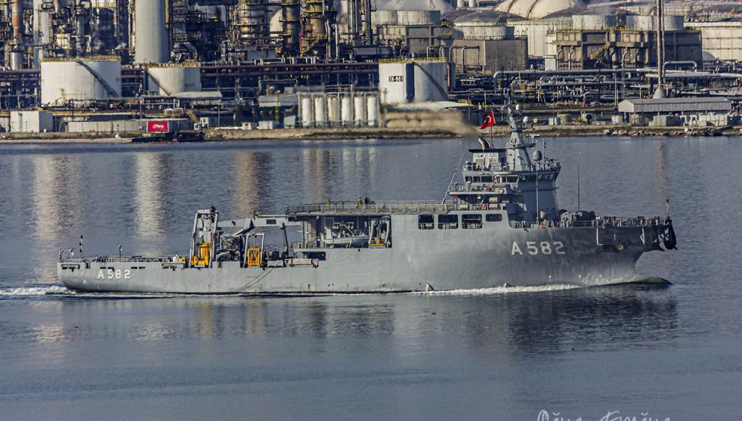 Περίεργες κινήσεις από Άγκυρα: Στέλνουν σκάφος έρευνας και διάσωσης υποβρυχίων «δίπλα» στο Τσεσμέ