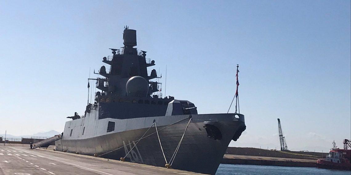 Η ρωσική υπερσύγχρονη φρεγάτα «Admiral Kasatonov» έφτασε στο λιμάνι του Πειραιά [pics]