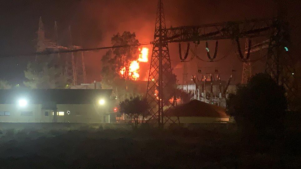 Δείτε live βίντεο και φωτογραφίες από τη φωτιά στο σταθμό του ΑΔΜΗΕ στον Ασπρόπυργο