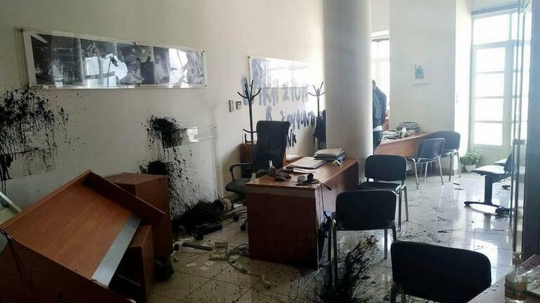 Δικάζονται αύριο στο Αυτόφωρο οι συλληφθέντες για την επίθεση στο γραφείο Αυγενάκη