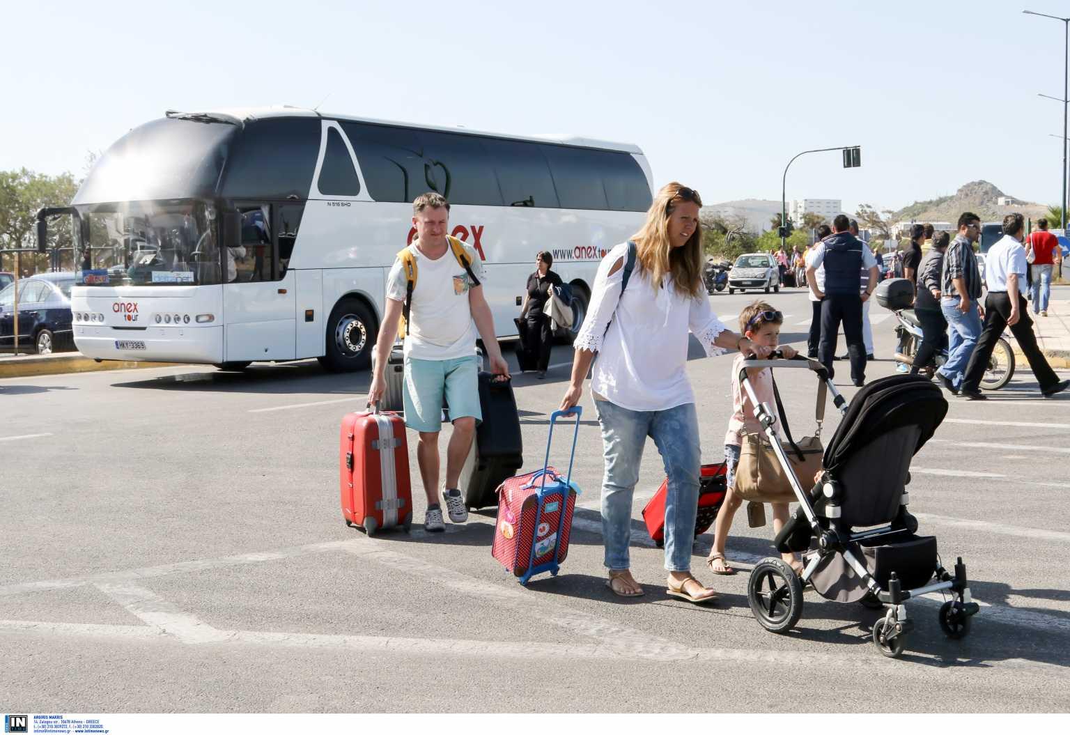 Γρίφος φέτος οι διακοπές για τους Έλληνες – Πόσοι θα πάνε και πόσοι το βλέπουν για το 2022