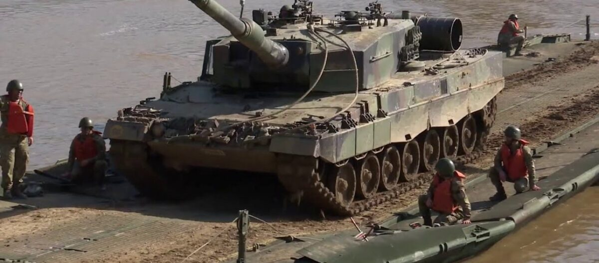 Στον… δρόμο για τον 62ο γύρο των διερευνητικών επαφών: Άσκηση βίαιης διάβασης του Έβρου από τον τουρκικό Στρατό
