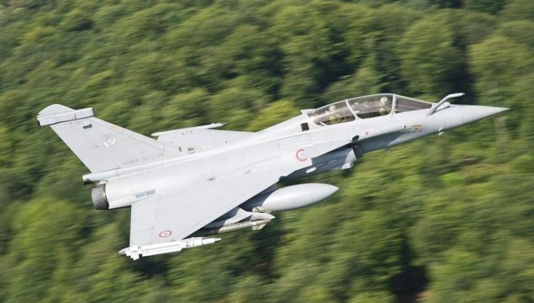 Γαλλικό Rafale έκοψε καλώδια υψηλής τάσης σε πολύ χαμηλή πτήση: Προσγειώθηκε χωρίς πρόβλημα!